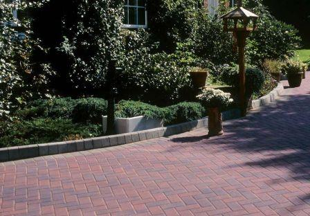 Advantages & Disadvantages of Block Paving - Large kerb stones used as a border on a block paved driveway